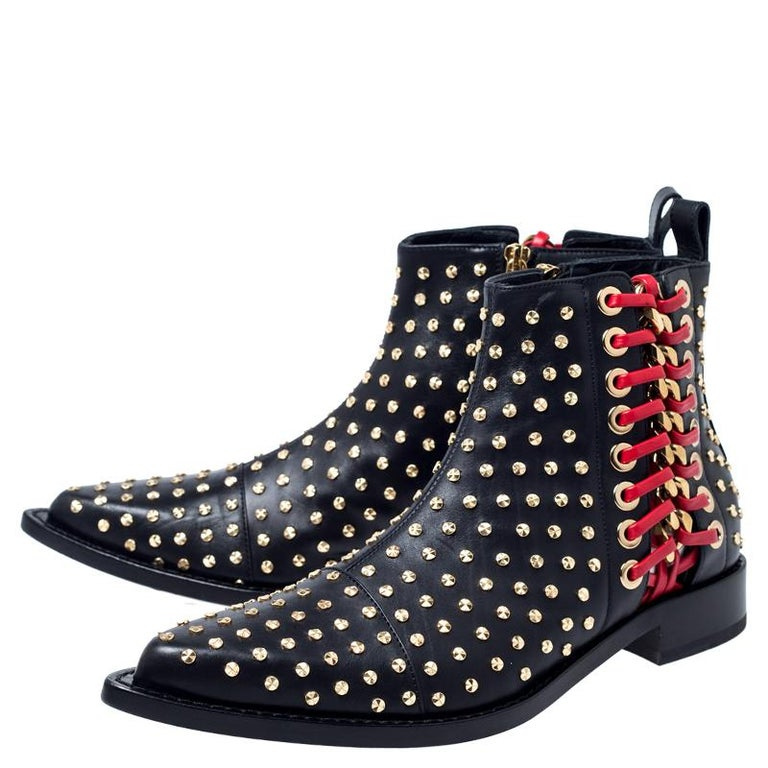 Alexander McQueen Black Leather Studded Chain Detail Pointed Toe Ankle Boots Siz For Sale 2