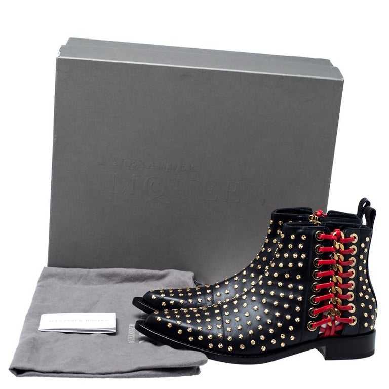 Alexander McQueen Black Leather Studded Chain Detail Pointed Toe Ankle Boots Siz For Sale 4