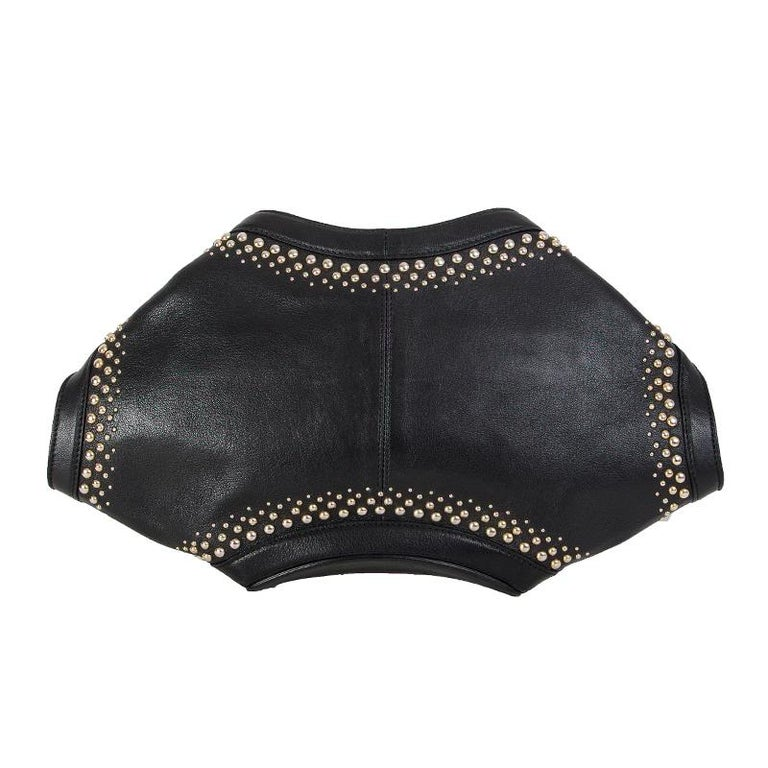 ALEXANDER MCQUEEN black leather STUDDED DE MANTA Clutch Bag In Excellent Condition For Sale In Zürich, CH