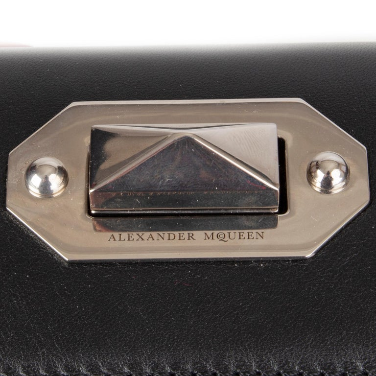 ALEXANDER MCQUEEN black & red leather BOX 19 WHIPSTITCH Bag For Sale 1