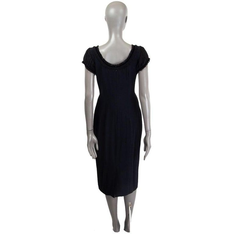 ALEXANDER MCQUEEN black silk GATHERED SHORT SLEEVE Dress 44 L In Excellent Condition For Sale In Zürich, CH
