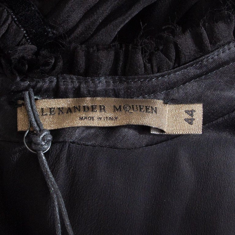 Women's ALEXANDER MCQUEEN black silk GATHERED SHORT SLEEVE Dress 44 L For Sale