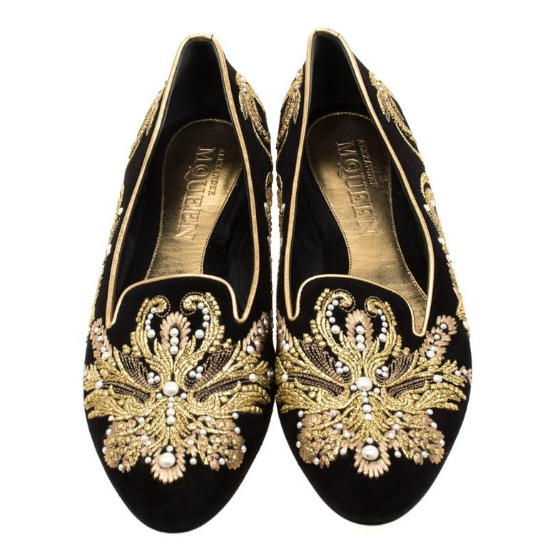 Alexander McQueen Black Suede Embroidered Smoking Slippers Size 39.5 In Good Condition For Sale In Dubai, Al Qouz 2