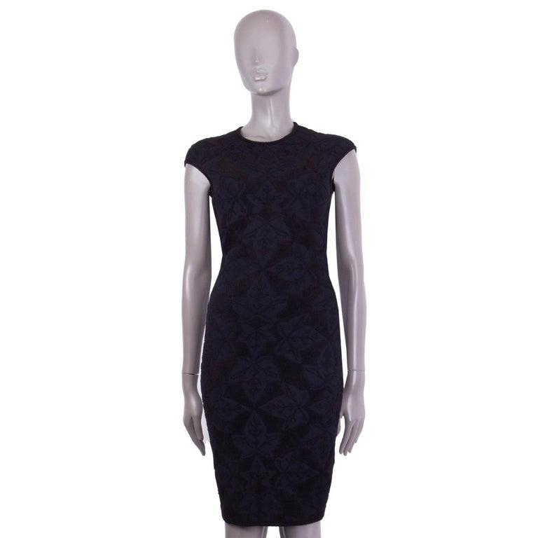 ALEXANDER MCQUEEN black VELVET JACQUARD BODYCON Dress S In Excellent Condition For Sale In Zürich, CH