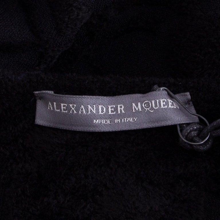 Women's ALEXANDER MCQUEEN black VELVET JACQUARD BODYCON Dress S For Sale