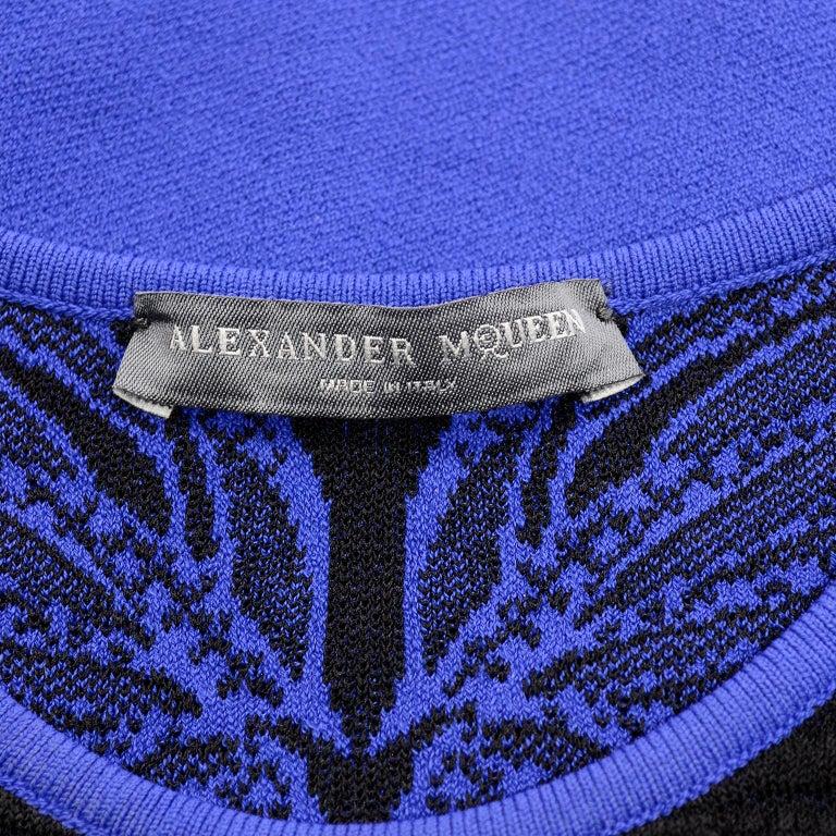 Alexander McQueen Blue & Black Spine Print Intarsia Knit Bodycon Sheath Dress For Sale 7