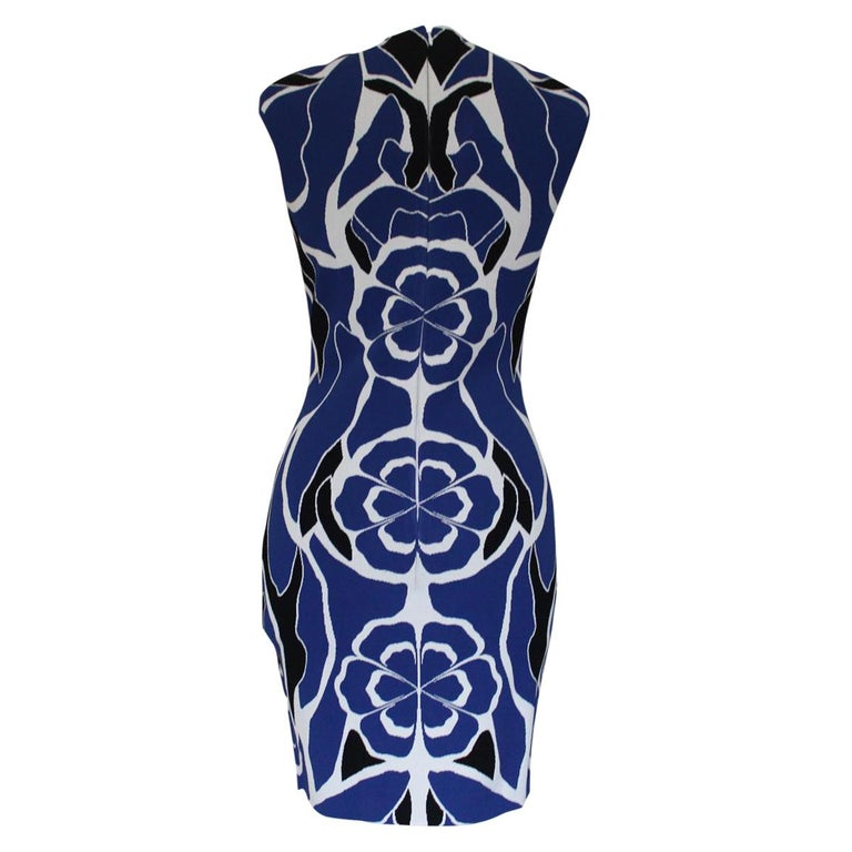 Fantastic dress with amazing colors Viscose (83%) and polyester Blue and white Sleeveless Total length cm 85 (33.4 inches) Worldwide express shipping included in the price !