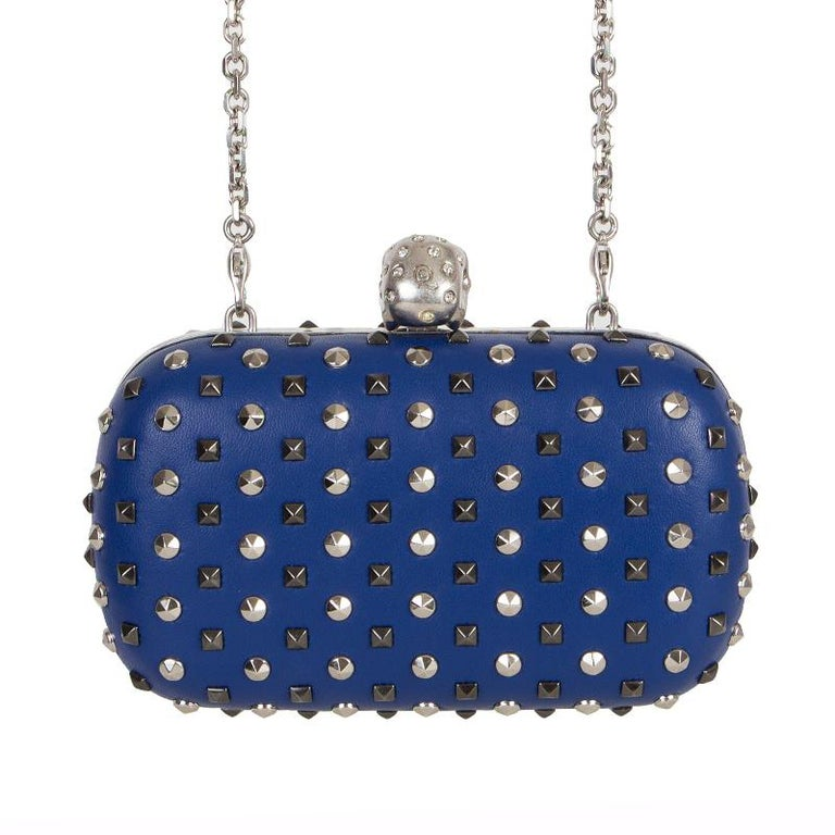 ALEXANDER MCQUEEN blue leather STUDDED CRYSTAL SKULL Box Clutch Bag In Excellent Condition For Sale In Zürich, CH