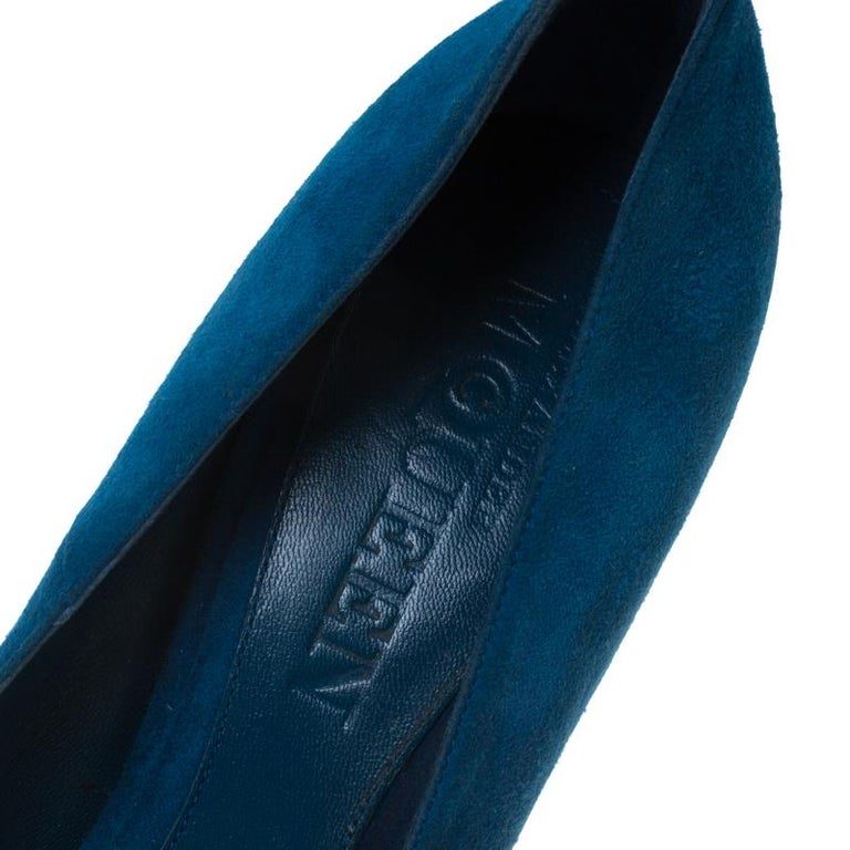 Alexander McQueen Blue Suede Crystal Embellished Skull Peep Toe Pumps Size 39.5 For Sale 2