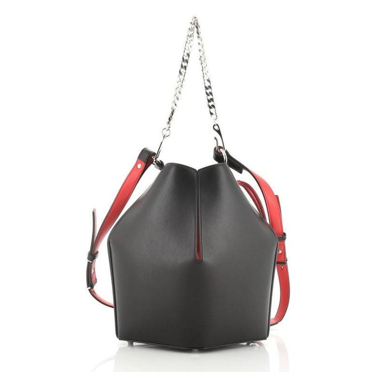 Alexander McQueen Bucket Bag Leather Medium In Good Condition In New York, NY