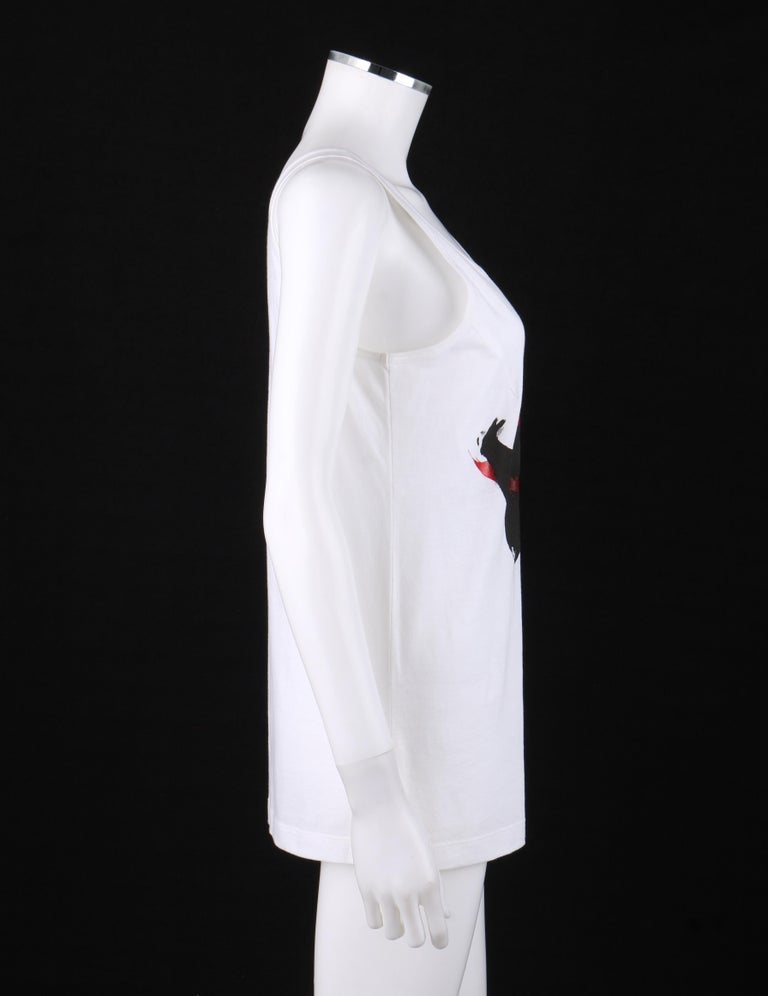 ALEXANDER McQUEEN c. 2009 White Silkscreen Lips Cotton V-Neck Tank Top  In Good Condition For Sale In Thiensville, WI