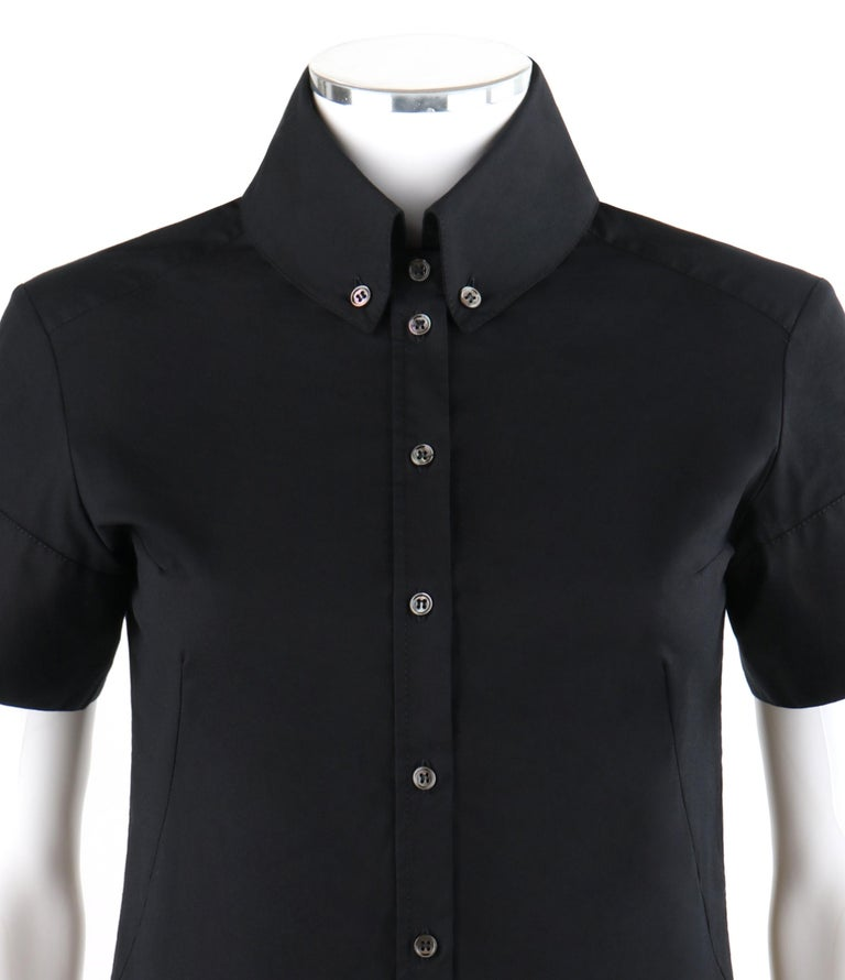 ALEXANDER McQUEEN c.2007 Black Button Down High Collar Short Sleeve Blouse Top In Excellent Condition For Sale In Thiensville, WI