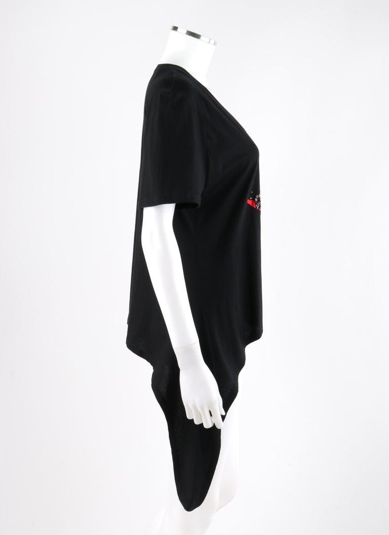 ALEXANDER McQUEEN c.2009 Black Silkscreen Lips w/ Sequins Cotton Hi-Low T-Shirt  In Good Condition For Sale In Thiensville, WI