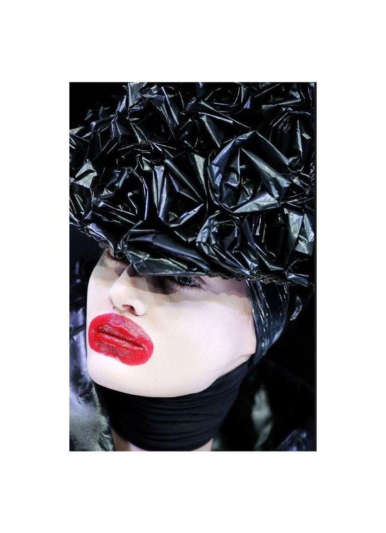 ALEXANDER McQUEEN c.2009 Black Silkscreen Lips w/ Sequins Cotton Hi-Low T-Shirt  For Sale 5