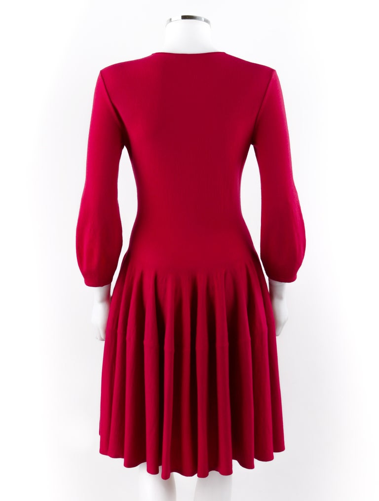 ALEXANDER McQUEEN c.2012 Raspberry Pink Fit n Flare Skater Dress SAMPLE In Good Condition For Sale In Thiensville, WI