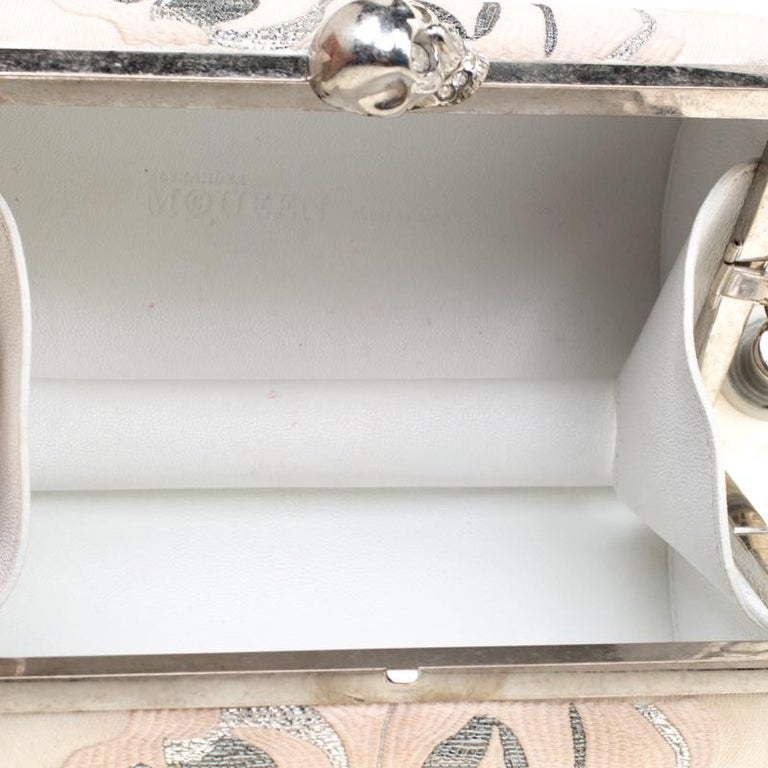Alexander McQueen Cream Floral Satin North South Chain Clutch For Sale 6