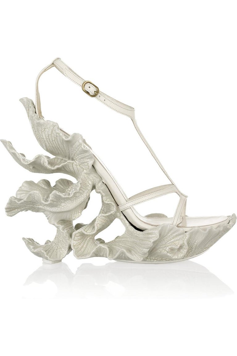 Alexander McQueen cream leather, sculpted resin leaf sandals with 6