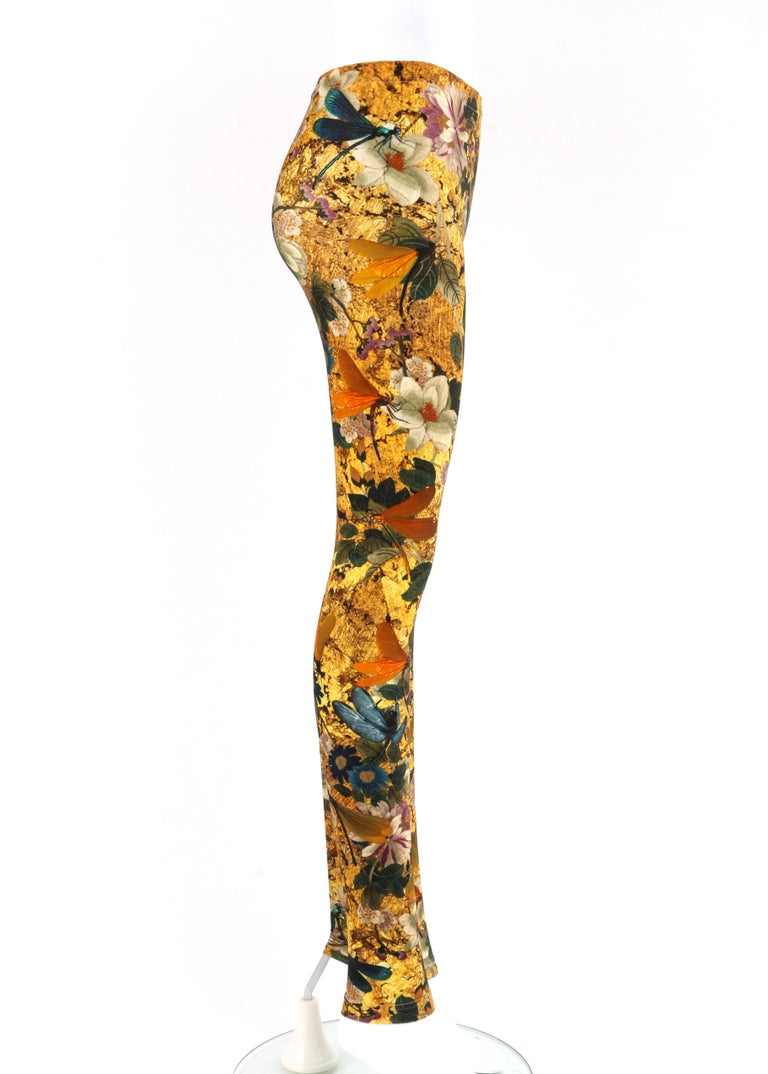 ALEXANDER McQUEEN Dragonfly Floral Printed Stretch Legging Pant In Good Condition For Sale In Thiensville, WI