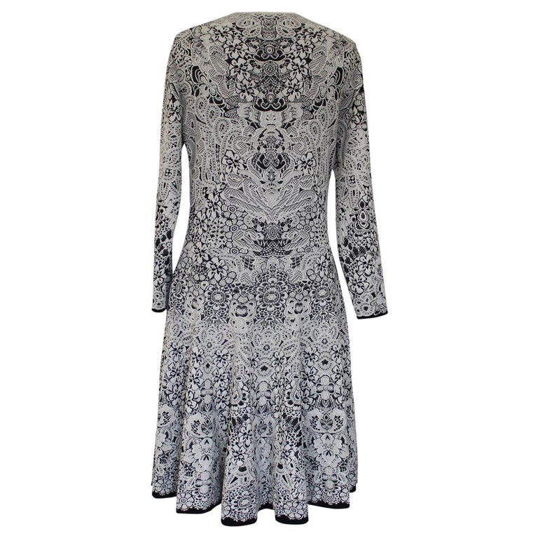 Beautiful McQueen dress Viscose (48%), silk (44%) and nylon Fancy print Black and white Long sleeve Shoulder cm 40 (15.7 inches) Total length cm 95 (37.4 inches) Worldwide express shipping included in the price !