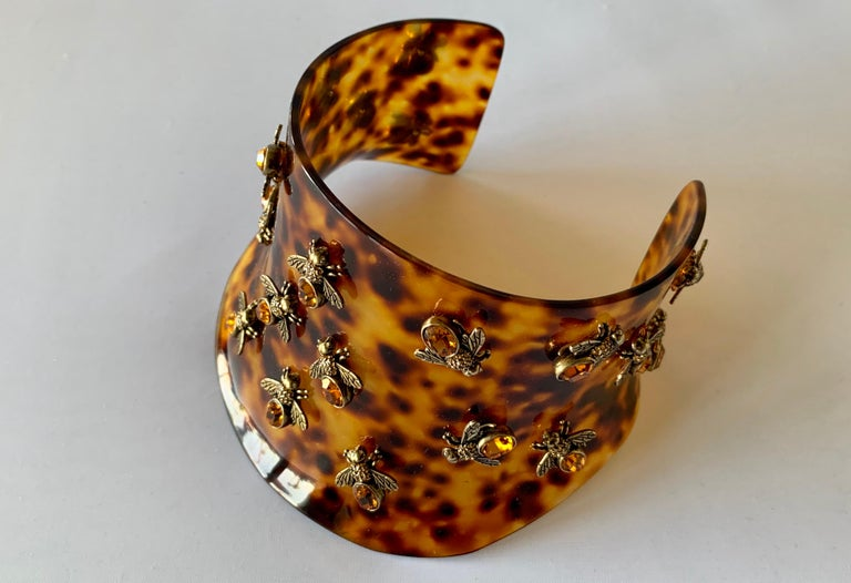 Alexander McQueen Faux Tortoise Jeweled Bee Statement Collar  In New Condition For Sale In Palm Springs, CA