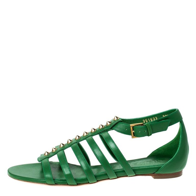 Alexander McQueen Green Leather Spike Detail Flat Gladiator Sandals Size 38.5 For Sale 3