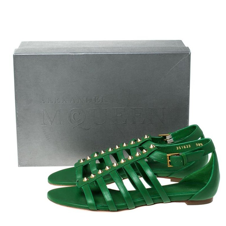 Alexander McQueen Green Leather Spike Detail Flat Gladiator Sandals Size 38.5 For Sale 4