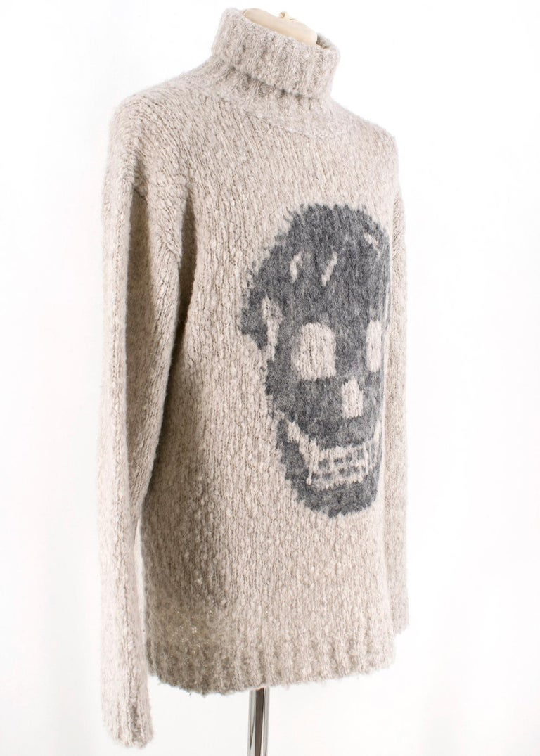 Alexander McQueen grey skull print turtle neck sweater. Featuring big knit, and a prolonged, foldable neck. A loose; slightly oversized fit and lowered shoulder line.  Please note, these items are pre-owned and may show signs of being stored even