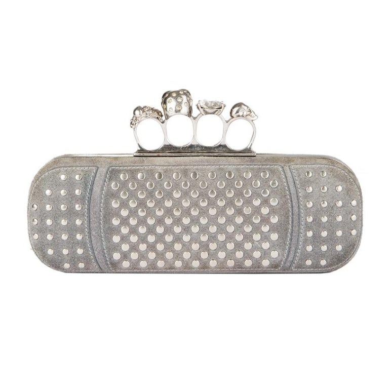 ALEXANDER MCQUEEN grey suede STUDDED CRYSTAL FOUR-RING SKULL Knuckle Clutch Bag In Excellent Condition For Sale In Zürich, CH