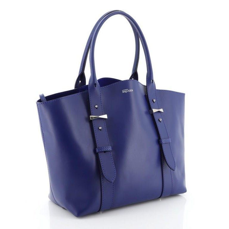 Alexander McQueen Legend Tote Leather Medium In Good Condition For Sale In New York, NY