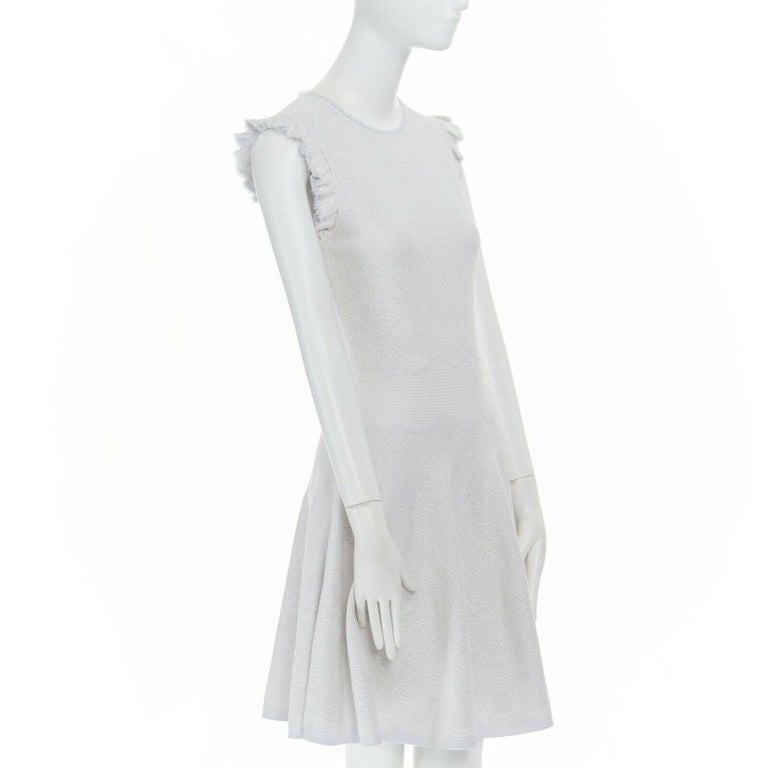 ALEXANDER MCQUEEN light grey tonal jacquard knit ruffle sleeve fit flare dress S In Excellent Condition For Sale In Hong Kong, NT