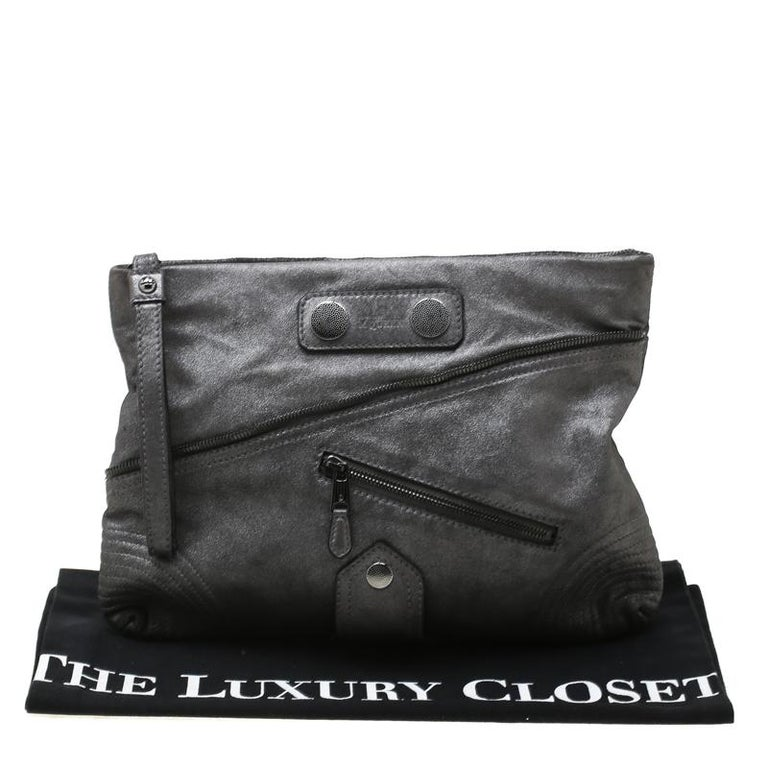 Alexander McQueen Metallic Grey Textured Leather Wristlet Clutch For Sale 8