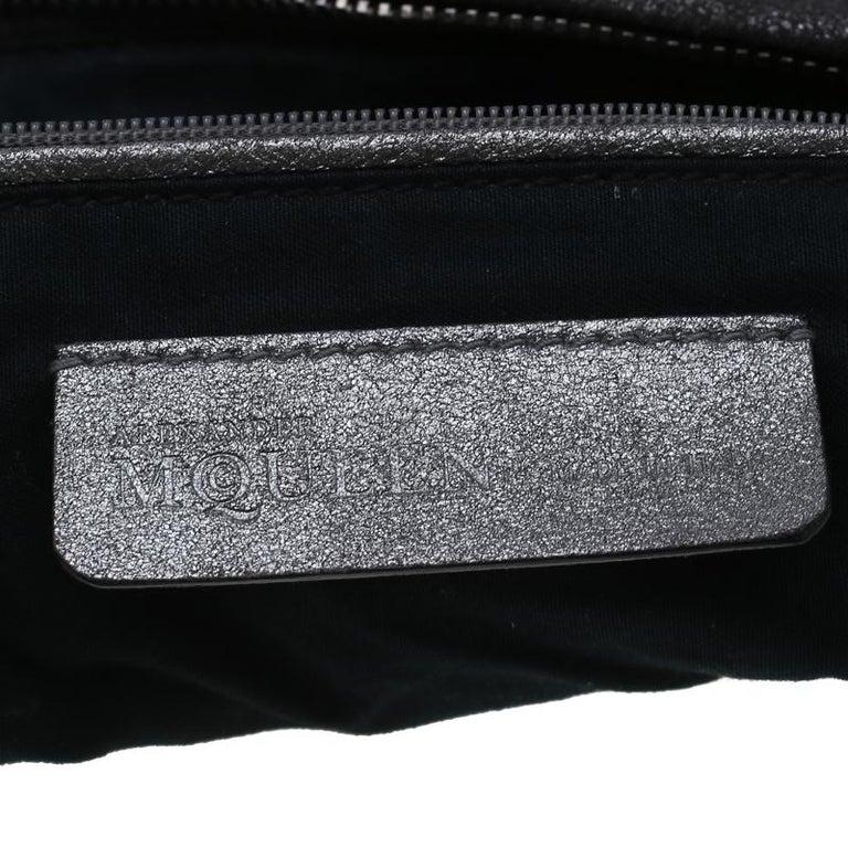 Alexander McQueen Metallic Grey Textured Leather Wristlet Clutch For Sale 3