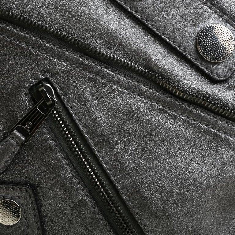 Alexander McQueen Metallic Grey Textured Leather Wristlet Clutch For Sale 4