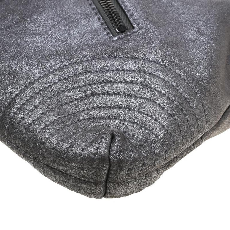 Alexander McQueen Metallic Grey Textured Leather Wristlet Clutch For Sale 5