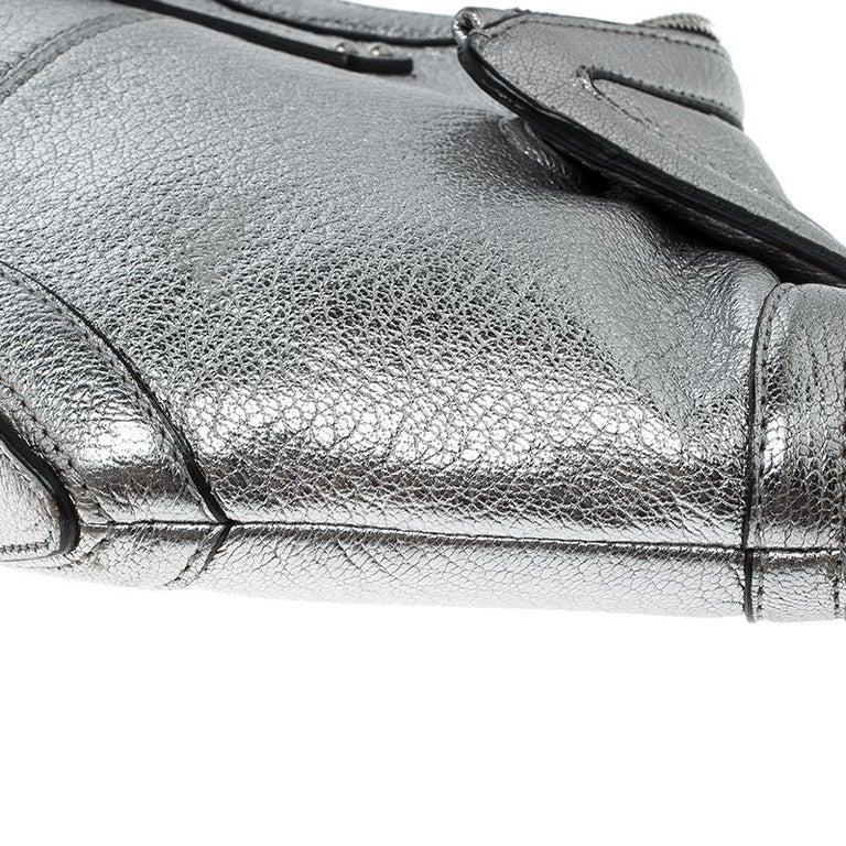 Alexander McQueen Metallic Silver Leather Small De Manta Clutch For Sale 7