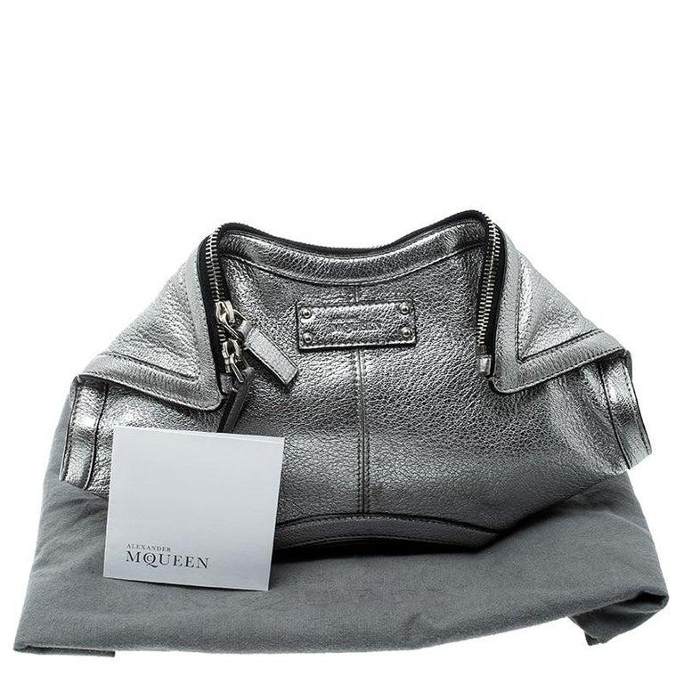 Alexander McQueen Metallic Silver Leather Small De Manta Clutch For Sale 8