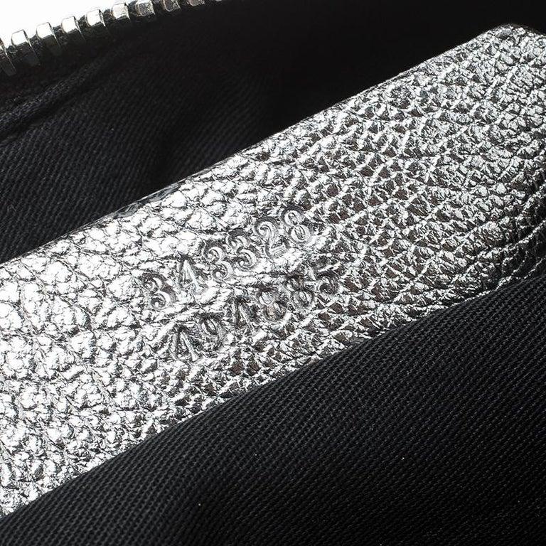 Alexander McQueen Metallic Silver Leather Small De Manta Clutch For Sale 5