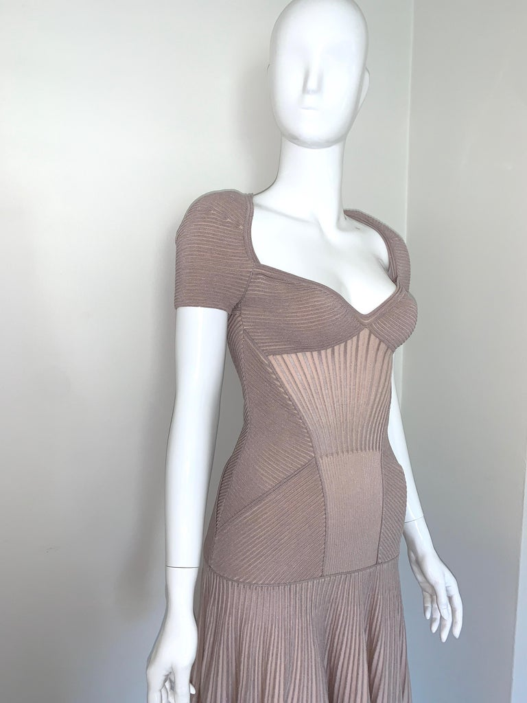 Alexander McQueen NWT Dusty Rose Cap Sleeve Cocktail Dress  In New Condition For Sale In Los Angeles, CA