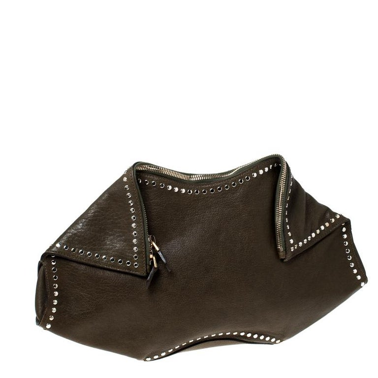Alexander McQueen Olive Green Leather Medium De Manta Clutch In Good Condition For Sale In Dubai, Al Qouz 2