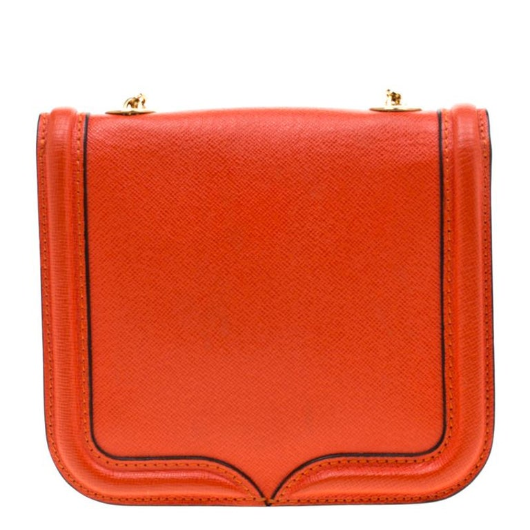 Mini Heroine from the house of Alexander McQueen is an accessory that you can not imagine leaving home without. Fashioned in a red hue, this leather bag comes with contrasting trims and finished with tonal stitch details. The flap over closure opens