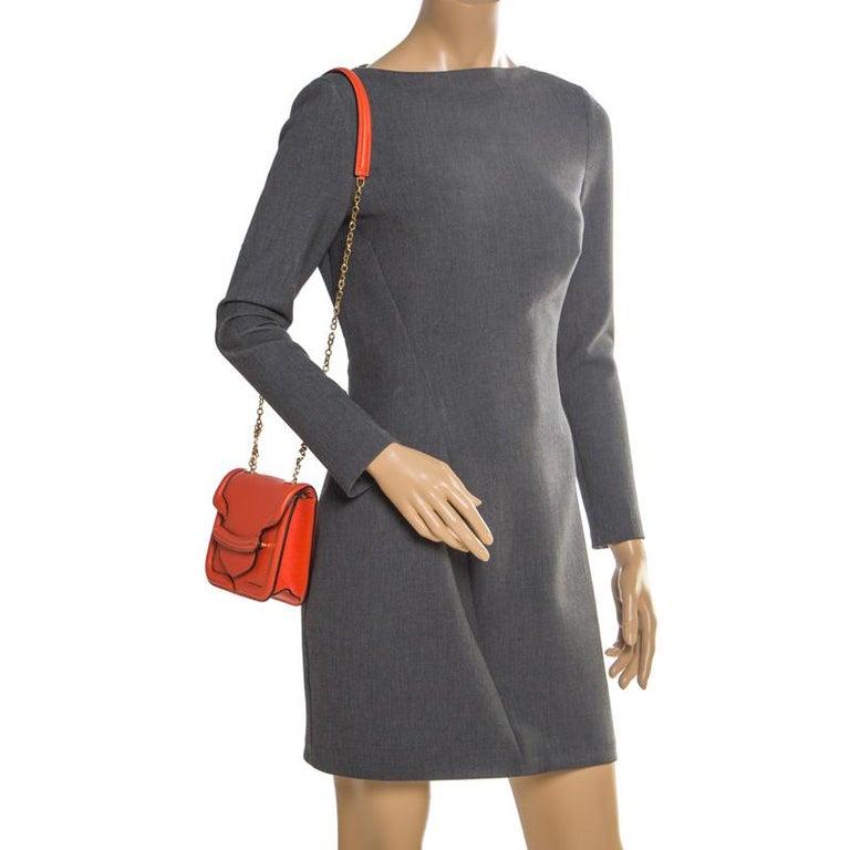 Alexander McQueen Orange Leather Mini Heroine Chain Crossbody Bag In Good Condition For Sale In Dubai, Al Qouz 2
