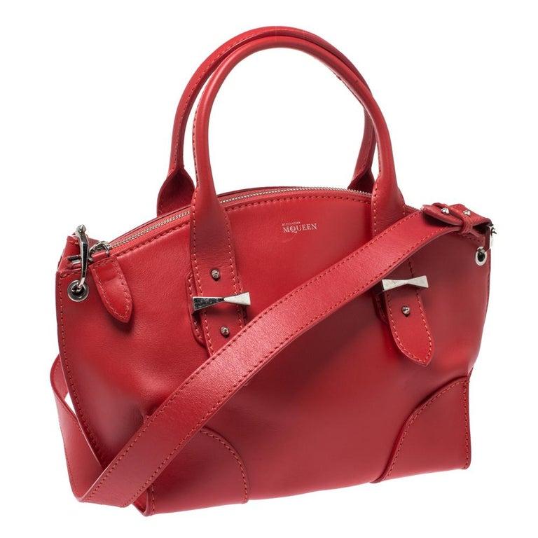 Alexander McQueen Red Leather Small Legend Tote In Good Condition For Sale In Dubai, Al Qouz 2