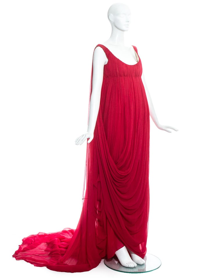 Alexander McQueen red crinkled silk chiffon empire evening dress with long train, structured bust and draped skirt.     Fall-Winter 2008