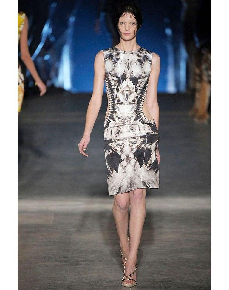 ALEXANDER McQUEEN S/S 2009 Iconic Runway Skeleton Kaleidoscope Print Dress 44  For Sale 6