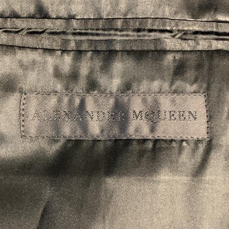 ALEXANDER MCQUEEN Size 44 Charcoal & Gold Striped Shiny Peak Lapel Sport Coat For Sale 2