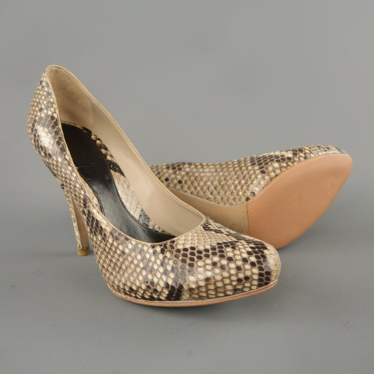 ALEXANDER MCQUEEN Size 6.5 Beige Phython Skin Curved Pointed Pumps In Excellent Condition For Sale In San Francisco, CA