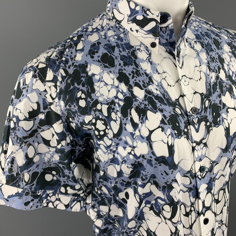 Men's ALEXANDER MCQUEEN Size XS Blue Marble Print Short Sleeve Button Down Shirt For Sale