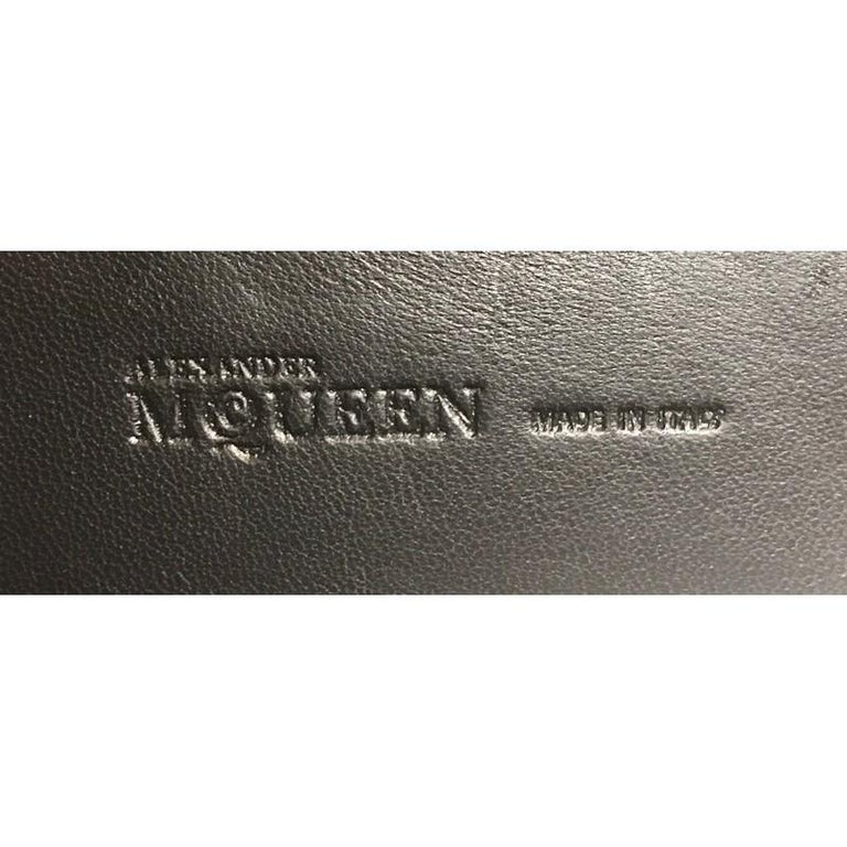 Alexander McQueen Skull Box Clutch Leather Small  For Sale 5