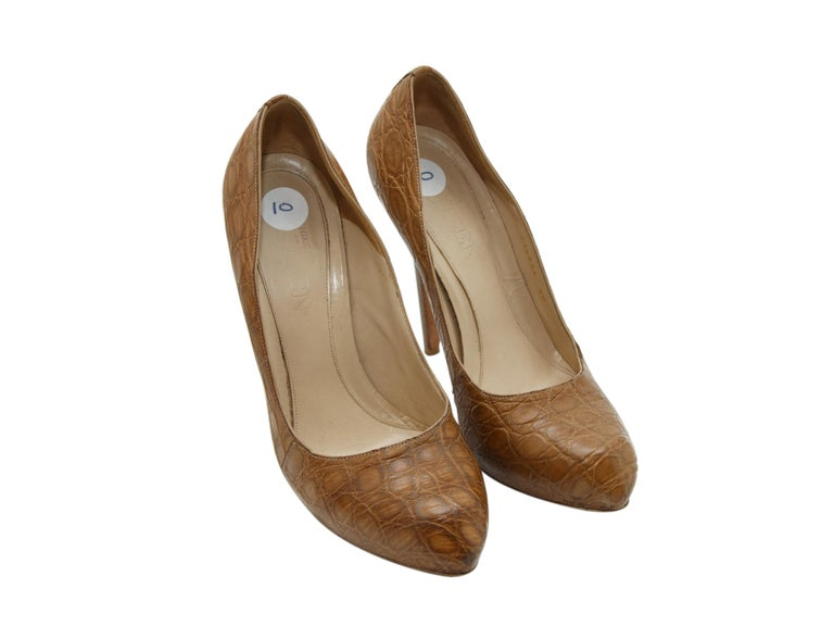 Alexander McQueen Tan Crocodile Pumps In Good Condition For Sale In New York, NY