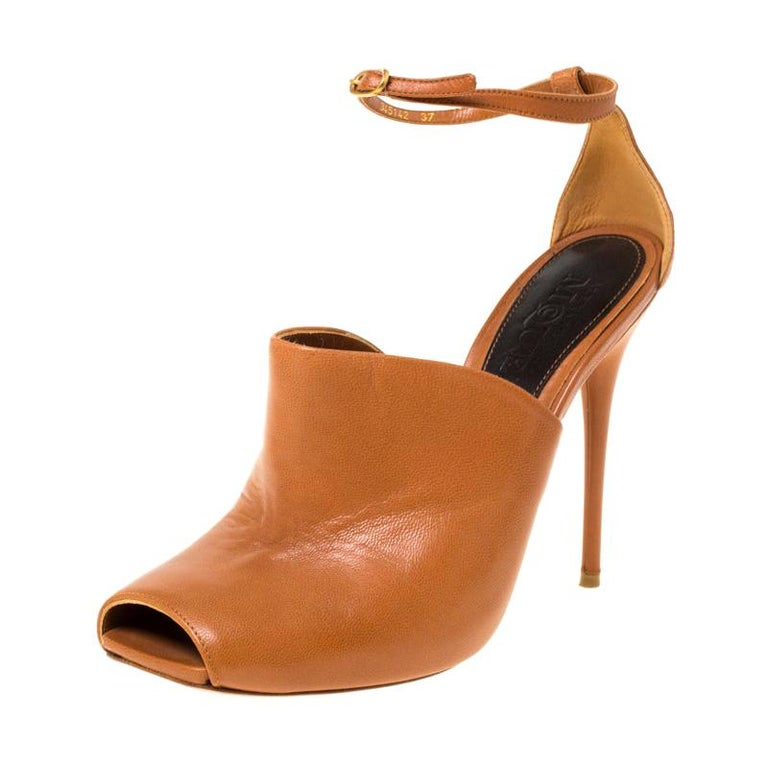Alexander McQueen Tan Leather Mules Ankle Strap Sandals Size 37 For Sale
